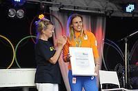 ZEILEN: WARTEN: 27-08-2016, Huldiging Marit Bouwmeester, Marit wordt benoemd tot erelid van haar zeilvereniging Frisia, ©foto Martin de Jong