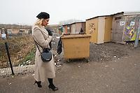 Pamela Anderson visite un camp de r&eacute;fugi&eacute;s &agrave; Grande-Synthe.<br /> France, Grande Synthe, 25 janvier 2017<br /> Pamela Anderson visits a refugees camp in Grande-Synthe, in France.<br /> France, Grande-Synthe, 25 January 2017