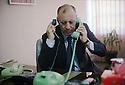 Irak 2000.  Adnan Mufti, ministre des Finances de l'UPK, à son bureau à Souleimania . Iraq 2000. Adnan Mufti , minister of Finance of PUK, in his office of Suleimania
