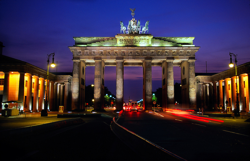 brandenburg gate at night - photo #38