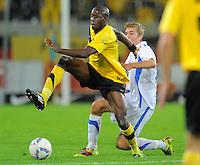 Fussball, 2. Bundesliga, Saison 2011/12, SG Dynamo Dresden - Vfl Bochum, Montag (12.09.11), gluecksgas Stadion, Dresden. Dresdens Mickael Pote (li.) gegen Bochums Christoph Kramer.