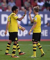 Fussball  1. Bundesliga  Saison 2013/2014    FC Augsburg - Borussia Dortmund      10.08.2013 JUBEL Dortmund; Pierre-Emerick Aubameyang (li) klatscht Marco Reus (re)