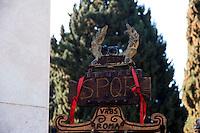 Roma 24 Febbraio 2011.Picchetto d'onore alla tomba di Alberto Sordi di pretoriani e legionari  romani del  Gruppo Storico Romano,  in occasione dell'anniversario della scomparsa del popolare attore,al cimitero monumentale  del Verano.