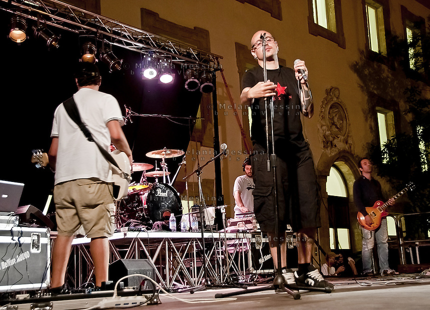 &quot;Gente strana posse&quot;, rapper group of Palermo, they sing about social exclusion.<br />