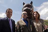 "The painter and sculptor Fernando Botero formalizes the collection of your esciltura ""El Gato"" to the city of Medellin, which was installed in the Park Library San Cristobal. Accompanying the Mayor Anibal Gaviria (i) and his wife Sofia Vari (d). The teacher sees the cat as one of his best works. This up to the most important works that the artist has exhibited in New York, Paris, Mexico, Italy and France. The Cat is a sculpture cast in bronze using the lost wax in a private workshop located in Pietra Santa, Italy. The work weighs 1,050 pounds and measures 390x150x190 inches. In Medellín, Colombia. 02/04/2012. Photo by Fredy Amariles/VIEWpress."