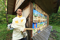 Slovenia - Bohinjska Bistrica &ndash;<br /> Andrey Rizic, 35 years old, is a surveyor and also in winter a volunteer first-aid worker in this winter sports valley. He started beekeeping at the age of fifteen and would love to have 1000 hives.///Slov&eacute;nie - Bohinjska Bistrica &ndash;///Andrey Rizic, 35 ans est g&eacute;om&egrave;tre et aussi volontaire secouriste l&rsquo;hiver dans cette vall&eacute;e de sports d&rsquo;hiver. Il a commenc&eacute; l&rsquo;apiculture &agrave; 15 ans et aimerai avoir 1000 ruches.