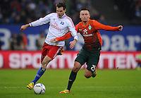 FUSSBALL   1. BUNDESLIGA   SAISON 2011/2012   22. SPIELTAG Hamburger SV - Werder Bremen       18.02.2012 Dennis Diekmeier (li, Hamburger SV) gegen Tom Trybull (re, SV Werder Bremen)
