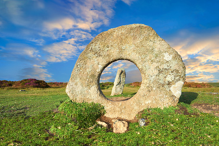 Mên-an-Tol or Men an Toll locally as the Crick Stone,  late Neolithic or early Bronze Age standing stones, near the Madron, Penwith peninsula, Cornwall, England