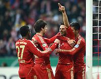 FUSSBALL  DFB POKAL       SAISON 2012/2013 FC Bayern Muenchen - 1 FC Kaiserslautern  31.10.2012 Jubel nach dem TOR zum 3:0  David Alaba, Javi , Javier Martinez,  Claudio Pizarro und Emre Can (v. li., FC Bayern Muenchen)