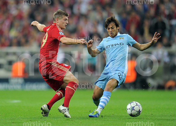 FUSSBALL   CHAMPIONS LEAGUE   SAISON 2011/2012     27.09.2011 FC Bayern Muenchen - Manchester City FC Toni Kroos (li, FC Bayern Muenchen) gegen David Silva (Manchester City)