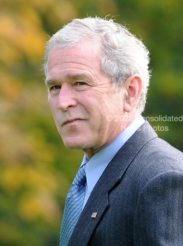 Washington, DC - November 2, 2008 -- United States President George W. Bush arrives on the South Lawn of the White House in Washington after a weekend trip to the Presidential Retreat in Camp David, Maryland on Sunday, November 2, 2008.  .Credit: Kevin Dietsch / Pool via CNP