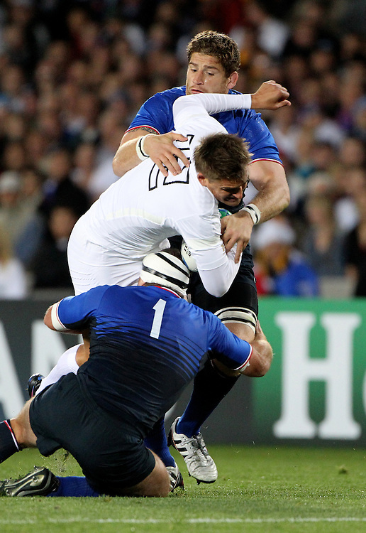 England's  Toby Flood is tackled by the defence against France in their Rugby World Cup quarter-final match at Eden Park, Auckland,  New Zealand, Saturday, October 08, 2011. Credit:SNPA / John Cowpland