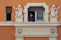 NO al Casinò.I residenti di San Lorenzo e Action occupano l'ex cinema-teatro Palazzo , contrari al casinò e favorevoli ad una destinazione per attività culturali e ricreative. La sala teatro di piazza dei Sanniti fu costruita nei primi del '900, .