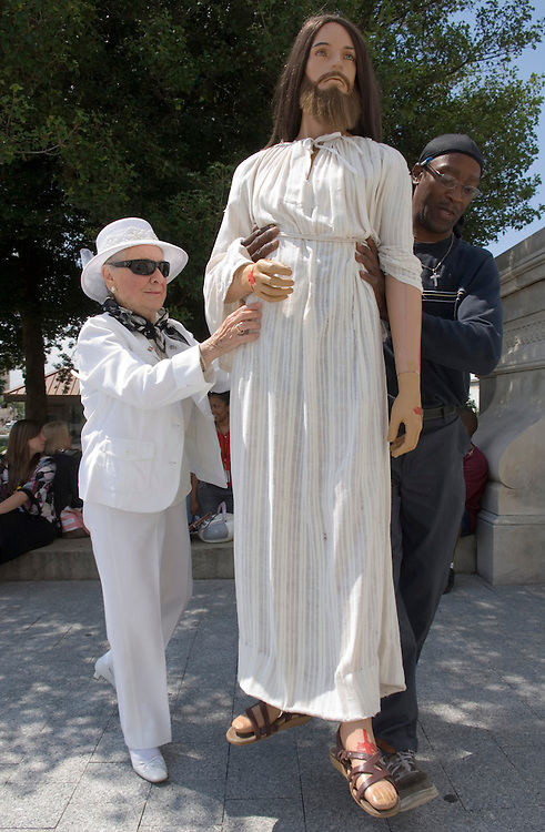 Rita Warren, of Fairfax, Va., unloads her Jesus statue with the help of Alonzo Wilson, of Washington, on the south side of the Capitol on Wednesday morning, June 13, 2007. Ms. Warren says she has been bringing  Jesus to the Capitol for 27 years, and will return to the center east steps once the visitor's center opens.