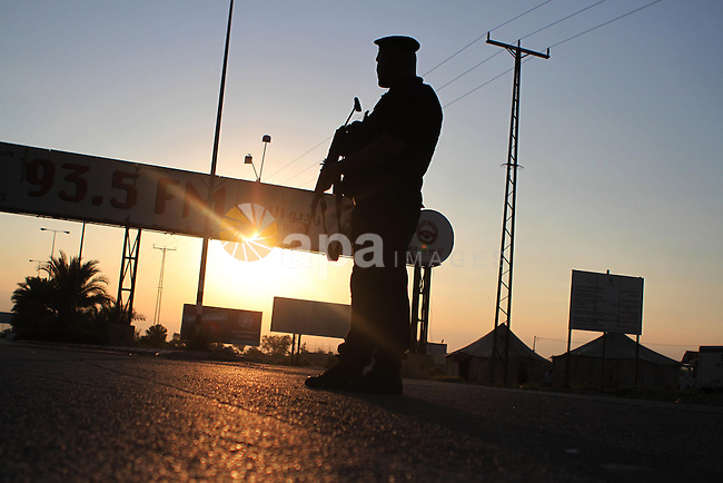 A Palestinian policeman stands guard at Al-Karama crossing between the West Bank and Jordan near Jericho, on Sept. 16, 2014, before leaving for the annual hajj pilgrimage to the holy city of Mecca. Hundreds of Palestinian pilgrims are leaving West Bank through the Al-Karama crossing on their way to Mecca, Saudi Arabia, for hajj. Photo by Shadi Hatem