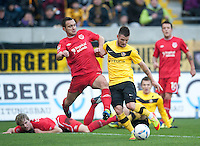 Fussball, 2. Bundesliga, Saison 2011/12, SG Dynamo Dresden - FC Energie Cottbus, Sonntag (11.12.11), gluecksgas Stadion, Dresden. Dresdens Marcel Heller (re.) gegen den Cottbuser Daniel Ziebig.
