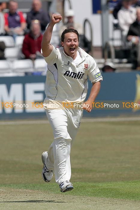 Graham Napier of Essex claims the wicket of Neil Dexter and celebrates - Essex CCC vs Middlesex CCC - LV County Championship Division Two cricket at the Ford County Ground, Chelmsford - 24/05/11 - MANDATORY CREDIT: Gavin Ellis/TGSPHOTO - Self billing applies where appropriate - Tel: 0845 094 6026