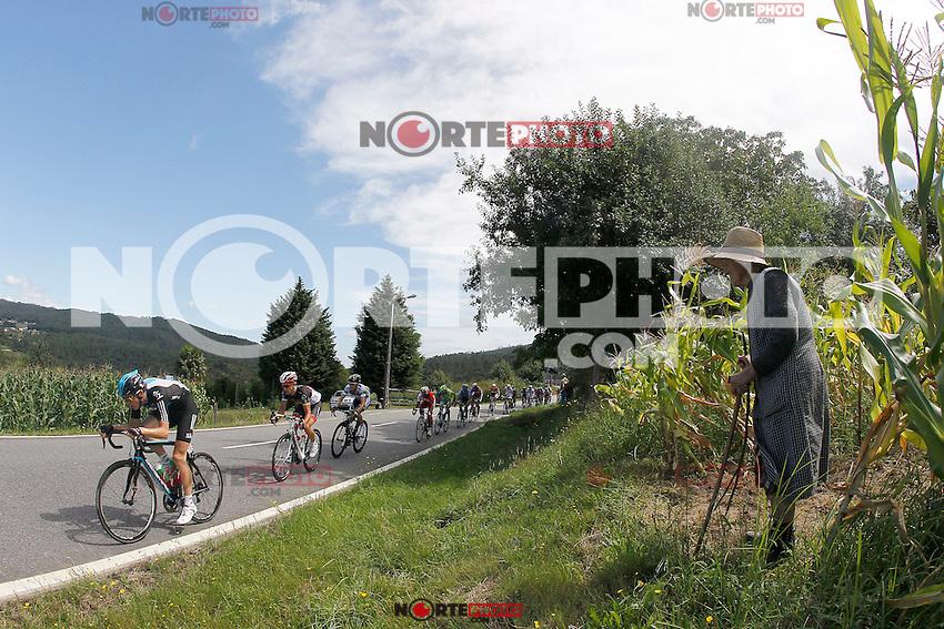 The peloton during the stage of La Vuelta 2012 between Vilagarcia de Arousa and Mirador de Erazo (Dumbria).August 30,2012. (ALTERPHOTOS/Paola Otero) /NortePhoto.com<br /> <br /> **CREDITO*OBLIGATORIO** <br /> *No*Venta*A*Terceros*<br /> *No*Sale*So*third*<br /> *** No*Se*Permite*Hacer*Archivo**<br /> *No*Sale*So*third*
