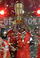 FUSSBALL       DFB POKAL FINALE        SAISON 2012/2013 FC Bayern Muenchen - VfB Stuttgart    01.06.2013 Bayern Muenchen ist Pokalsieger 2013: David Alaba jubelt mit dem Pokal