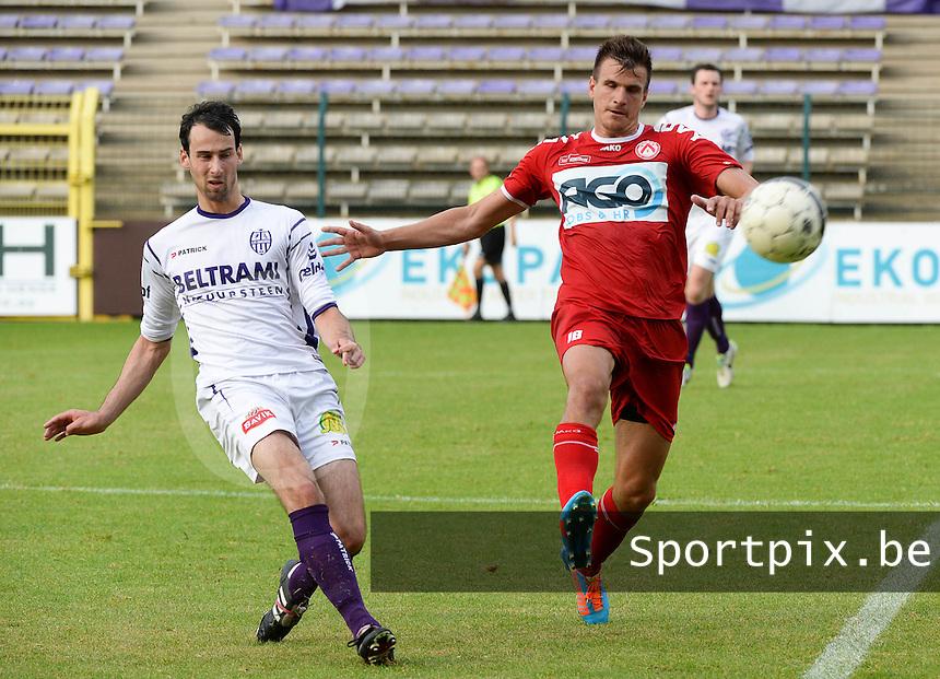 SW Harelbeke - KV Kortrijk : duel tussen Ivan Santini (r) en Jeroen Doornaert (links) <br /> foto VDB / BART VANDENBROUCKE