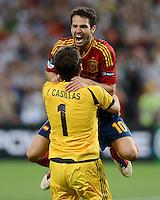 FUSSBALL  EUROPAMEISTERSCHAFT 2012   HALBFINALE Portugal - Spanien                  27.06.2012 Cesc Fabregas (Spanien) und Torwart Iker Casillas (Spanien) jubeln ueber den Finaleinzug