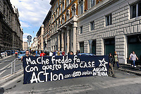 Roma 24 Ottobre 2009.Manifestazione contra la gestione del post sisma e per le 6000 che vivono ancora nelle tende, davanti alla sede della Protezione Civile.Rome October 24 th 2009  .Demonstration against the management of the post sisma and for the 6000 that they still live in the curtains, in front of the center of the Civil Protection.the banner reads: But how cold it is .... with this plan C.A.S.E..Action with the 6000 aquilanis still in curtain.