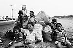 Família de retirantes do nordeste brasileiro fogem da seca desta região - 1999..Migrants' of the Brazilian northeast family escapes from the drought of this area - 1999.