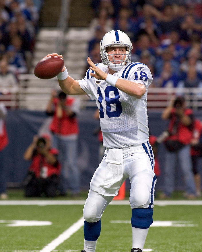 October 25, 2009 - St Louis, Missouri, USA - Colts quarterback Peyton Manning (18) looks for an open receiver in the game between the St Louis Rams and the Indianapolis Colts at the Edward Jones Dome.  The Colts defeated the Rams 42 to 6.  ..