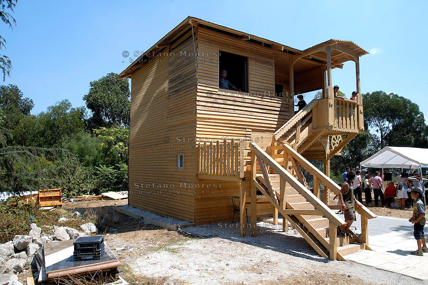 "Rome July 28  2008.Rom's camp Casilino 900. Una casa in legno progettata e costruita dai rom  di Casilino 900 in collaborazione con  Stalker/Osservatorio Nomade e l'Universita Roma tre... ""House for  everyone""    .A House In Wood Planned And Built By the ROMs In Collaboration Stalker/Osservatorio Nomade and The university Rome Tre"