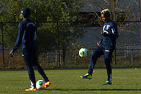 Fidel Martínez (R ) of Ecuador attends a practice at the Montclair University, ahead of their friendly match against Argentina in New Jersey, Nov 14, 2013. VIEWpress/Eduardo Munoz Alvarez
