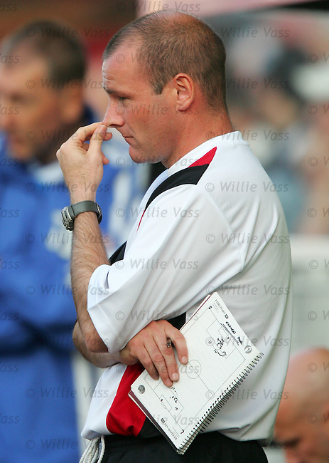 Gus MacPherson, St Mirren manager.stock season 2004-2005.pic willie vass