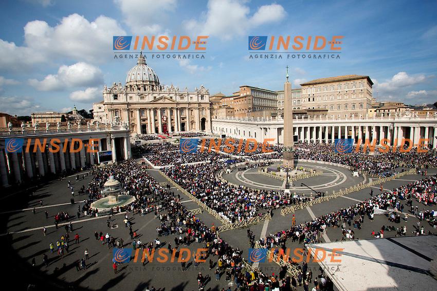 Panoramica della piazza<br /> Roma 20-03-2016 Vaticano Piazza San Pietro. Santa Messa per la domenica delle Palme. St Peter's Square. Holy Mass for Sunday of Palms.<br /> Photo Samantha Zucchi Insidefoto