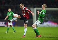 FUSSBALL   1. BUNDESLIGA   SAISON 2012/2013    20. SPIELTAG SV Werder Bremen - Hannover 96                           01.02.2013 Konstantin Rausch (li, Hannover) gegen Kevin De Bruyne (re, SV Werder Bremen)