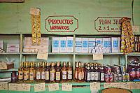 L'Avana, negozio alimentare, prodotti calmierati, bottiglie di rum  Havana , grocers , tiered products , bottles of rum