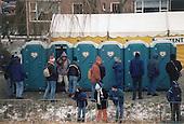 Franeker, 4 januari 1997. Friese Elfstedentocht. Mobiele toiletten.