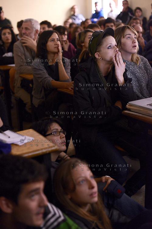 Roma, 15 Novembre 2012.Università La Sapienza.Conferenza stampa degli studenti sulle cariche , gli scontri e gli arresti durante il corteo del 14 Novembre..Mostrati video e foto che raccontano le cariche delle forze dell'ordine