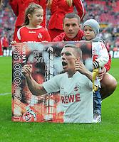 FUSSBALL   1. BUNDESLIGA  SAISON 2011/2012   34. Spieltag 1. FC Koeln - FC Bayern Muenchen        05.05.2012 Lukas Podolski (1. FC Koeln) wird vom Verein mit einem Bild verabschiedet