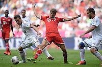 Fussball  1. Bundesliga  Saison 2013/2014  3. Spieltag FC Bayern Muenchen - 1. FC Nuernberg       24.08.2013 Thomas Mueller (Mitte, FC Bayern Muenchen) gegen Hanno Balitsch (li, 1. FC Nuernberg) und Berkay Dabanli (re, 1. FC Nuernberg)