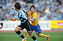(R-L) Ryang Yong-Gi (Vegalta), Yuki Saneto (Frontale),.MAY 26, 2012 - Football / Soccer :.2012 J.League Division 1 match between Kawasaki Frontale 3-2 Vegalta Sendai at Todoroki Stadium in Kanagawa, Japan. (Photo by Hitoshi Mochizuki/AFLO)