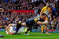 PICTURE BY ALEX BROADWAY /SWPIX.COM - Rugby League - Super League Grand Final 2012 - Warrington Wolves v Leeds Rhinos - Old Trafford, Manchester, England - 06/10/12 - Kevin Sinfield of Leeds Rhinos scores his teams opening try.