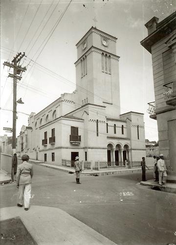 Iglesia Evangélica Dominicana, al lado de la cual estaba  la Librería Dominicana, 1941 © Luis Mañón