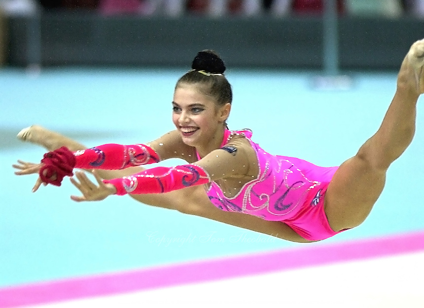 19991003_kab_t03_0024 - 3 OCTOBER 1999 - OSAKA, JAPAN: Alina Kabaeva of Russia performs rope in the individual finals at the 1999 Rhythmic Gymnastics World Championships in Osaka, Japan. Alina won Gold in the individual all-around earlier.