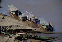 Asie/Laos/ENV Ventiane/Luang Prabang: Embarcadère sur les rives du Mékong