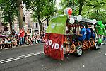 Nederland, Utrecht, 10-08-2015 - Traditioneel vind op de eerste dag van de Utrechtse Introductie  Tijd ( UIT ) de Straatparade plaats waar de Utrechtse studenten verenigingen zich presenteren met een parade op de Maliebaan. Voor ongeveer 3800 eerste jaars studenten is vandaag de Utrechtse Introductie  Tijd ( UIT ) begonnen. Studenten worden wegwijs gemaakt in de stad met culturele en sociale activiteiten.. FOTO: Gerard Til /  Hollandse Hoogte