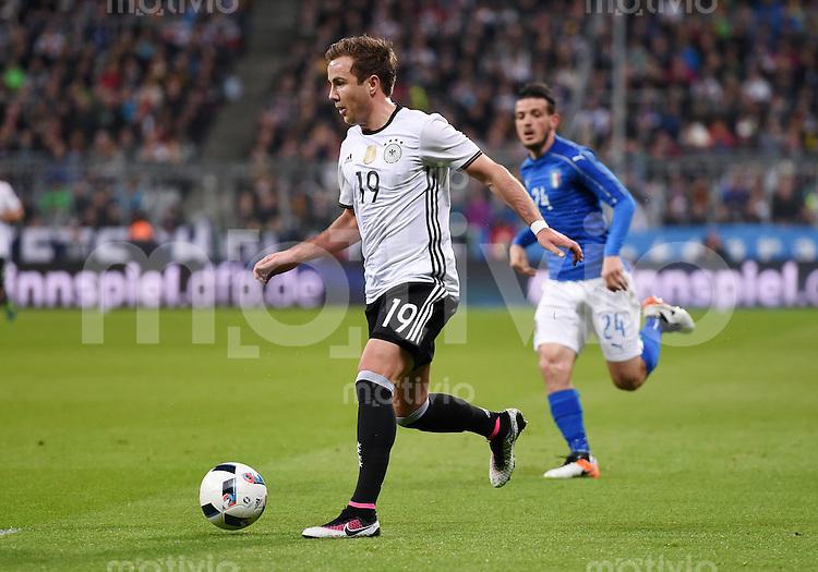 FUSSBALL INTERNATIONAL TESTSPIEL in Muenchen in der Allianz Arena Deutschland - Italien    29.03.2016  Mario Goetze (Deutschland) am Ball