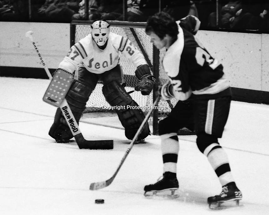 Minnesota North Stars Dennis Hextall shoots on Seal goalie Gilles Meloche. (1975 photo/Ron Riesterer)