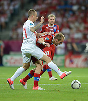 FUSSBALL  EUROPAMEISTERSCHAFT 2012   VORRUNDE Tschechien - Polen               16.06.2012 Kamil Grosicki (li, Polen) gegen Daniel Kolar (re, Tschechische Republik)