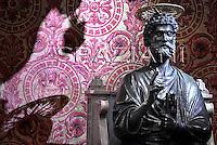 Statue St Peter Basilica St Peter at the Vatican, September 12, 2009
