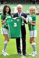 05/08/'10 Giovanni Trapattoni, Senior Irish International Manager,with Georgia Salpa and Sara Kavanagh pictured at the Aviva Stadium this morning for the announcement of a EUR 7.5 million deal over 4 years that mobile phone network, 3 will become the main sponsor of the Irish National Football team...Picture Colin Keegan, Collins, Dublin.