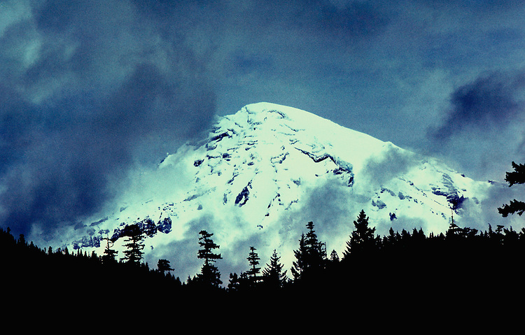 Washington: Mt. Rainier, photo: warain101  .Photo copyright Lee Foster, www.fostertravel.com, 510/549-2202, lee@fostertravel.com
